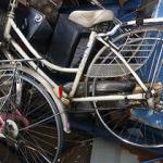 タイヤを取った自転車